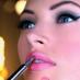 «Сужающий» макияж для полного лица